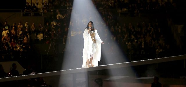 Perayaan Ulang Tahun ke-30 P & G Indonesia Adakan Konser Amal Menampilan Anggun C Sasmi