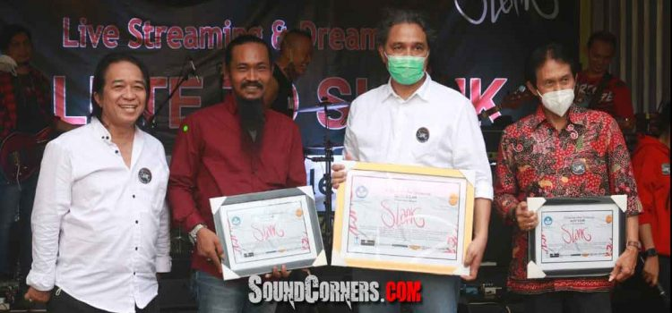 Salute To Slank 37 Tahun : Musik Slank Sebagai Salah Satu Khasanah Kebudayaan Indonesia